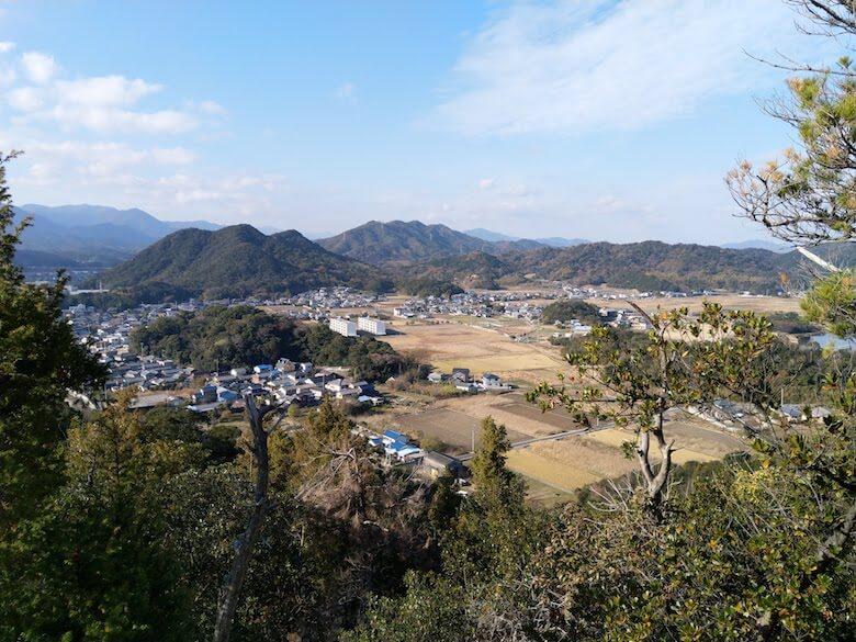 本丸西端から引田の町を望む