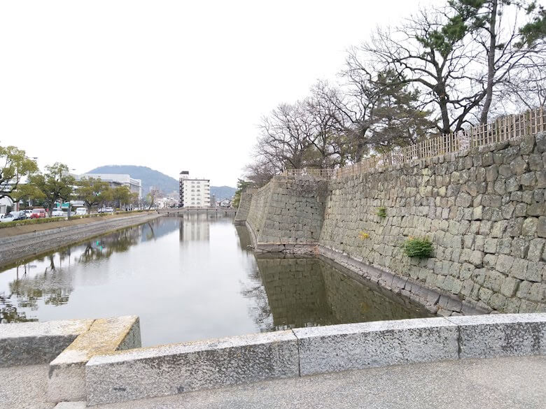 大手二の門石垣と堀