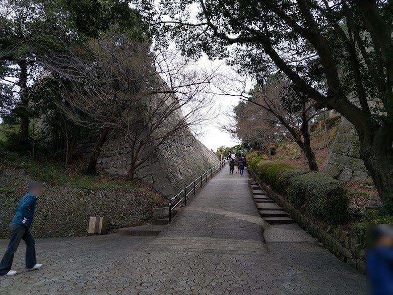 三の丸東櫓台への坂
