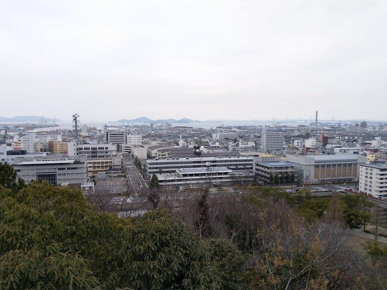 三の丸東櫓台から城外の眺め