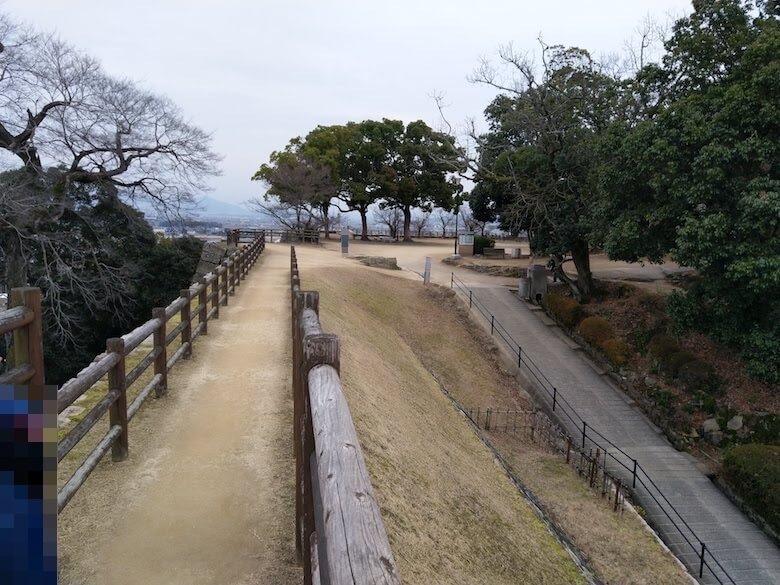 三の丸東櫓台から城内の眺め