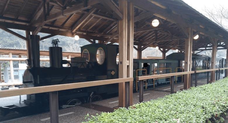 水樹奈々さんの案内が流れる鉱山観光列車