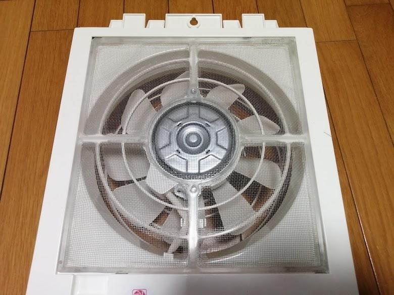 東芝 窓用換気扇 VRW-20X2の本体背面