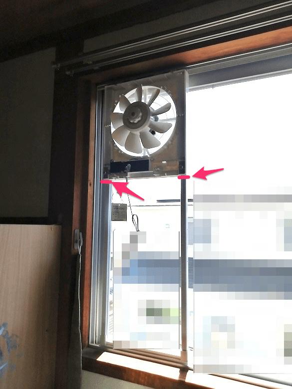 東芝 窓用換気扇 VRW-20X2のサッシの合わせ目にしるしをつけます