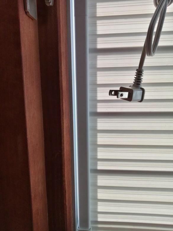 東芝 窓用換気扇 VRW-20X2の取り付け後左側隙間