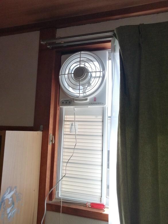 東芝 窓用換気扇 VRW-20X2のスイッチを入れる