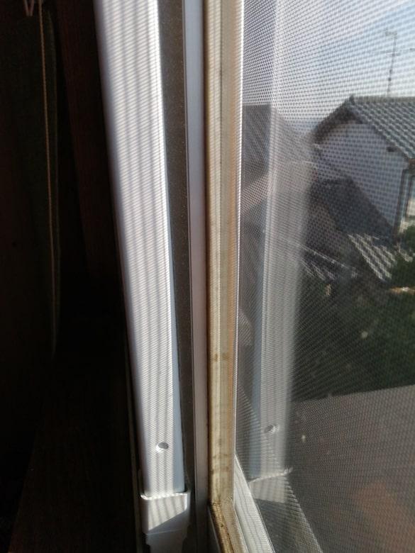 東芝 窓用換気扇 VRW-20X2の右側下部隙間を埋める