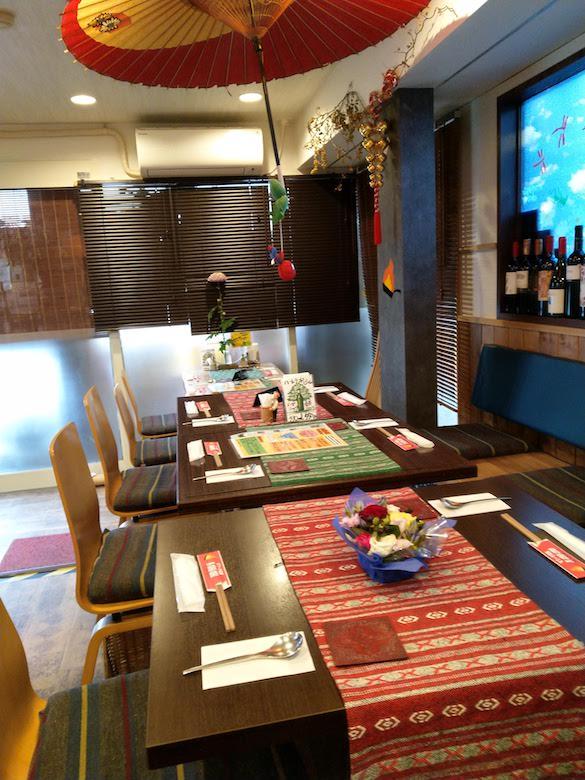 すてーき食堂アチチの店内(テーブル席)