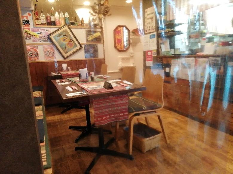 ステーキ食堂アチチのテーブル席(2021年6月頃)