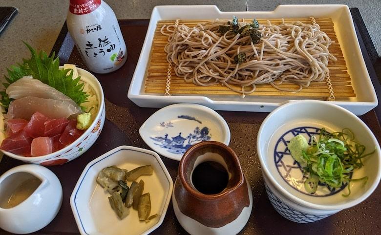 小ぶり二味まぐろ丼と選べる麺セット:1,419円