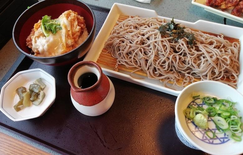 小ぶり豚フィレカツ丼と選べる麺セット(麺大盛り):1,199円
